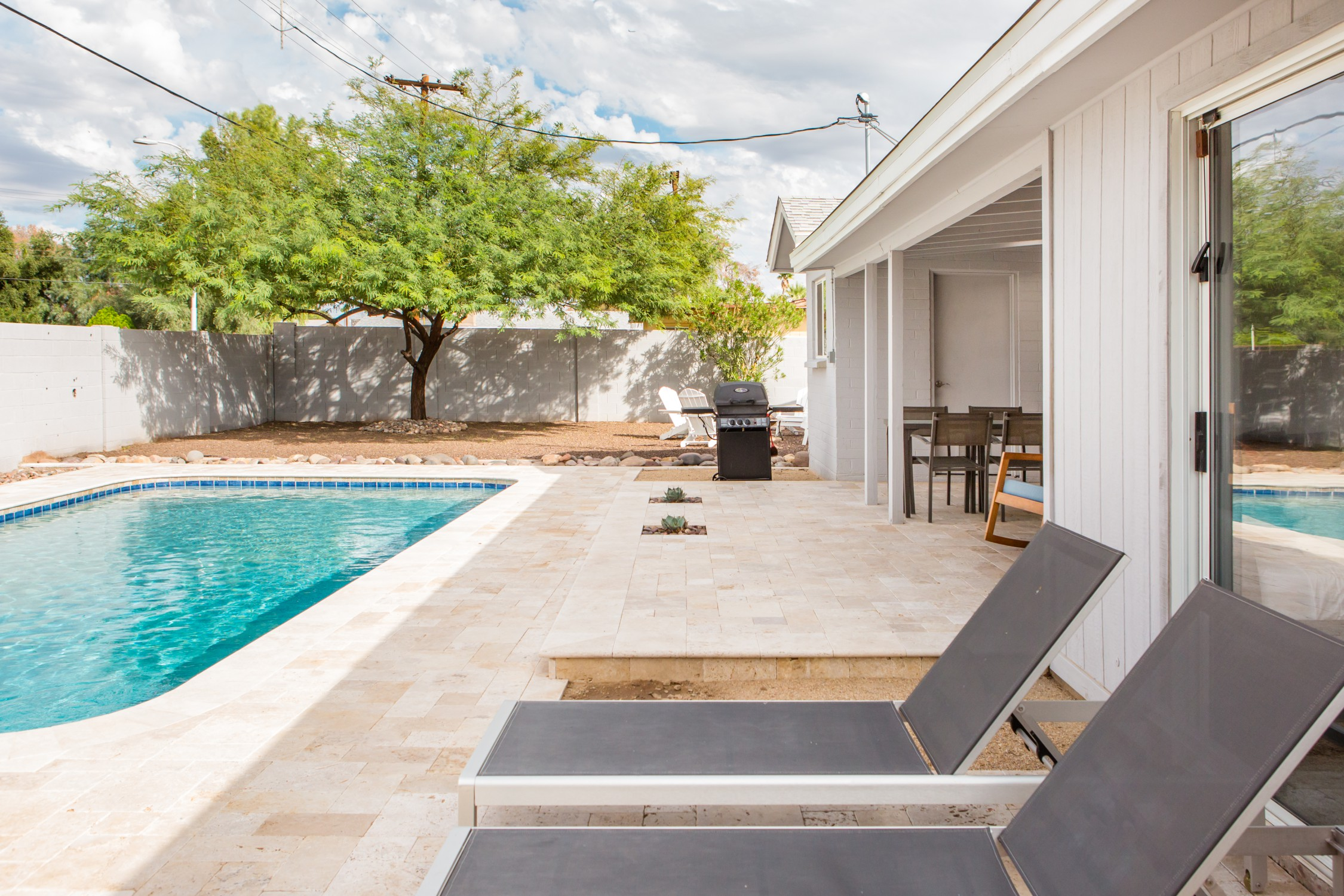 Airbnb Phoenix AZ Entertain Outdoors