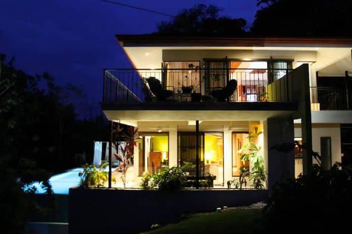 Airbnb Costa Rica Moonshine Inn