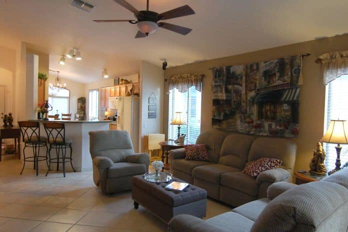 Airbnb Tucson Family friendly home