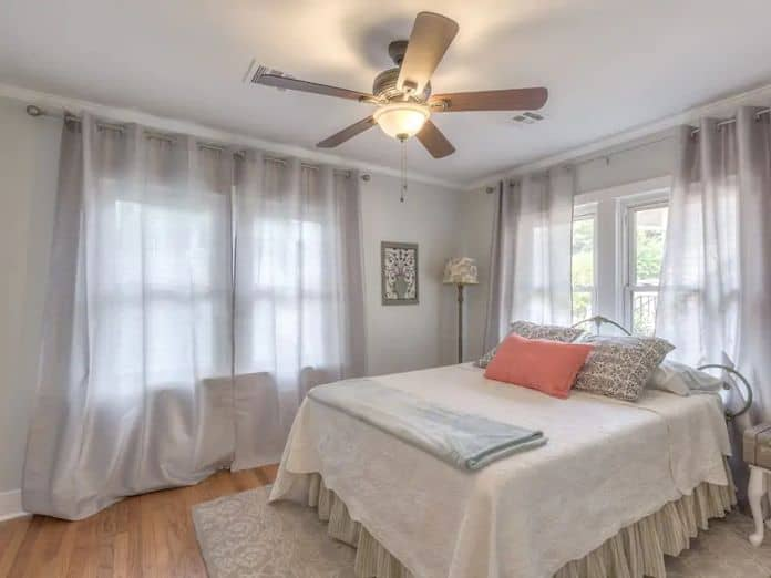 Airbnb Tulsa Blue Bungalow