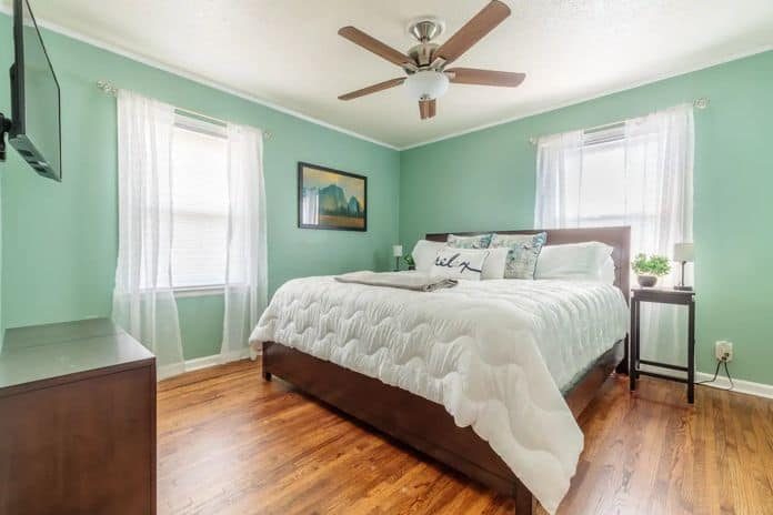 Airbnb Tulsa Mid Town King Bed