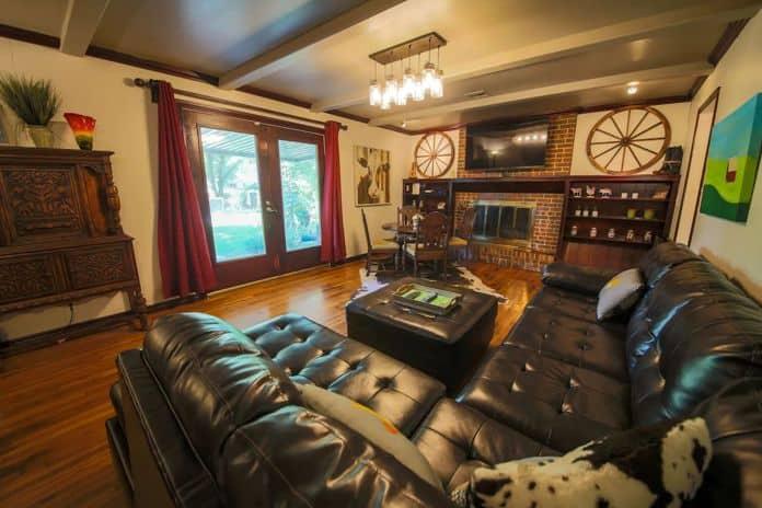 Airbnb Tulsa Modern Farmhouse