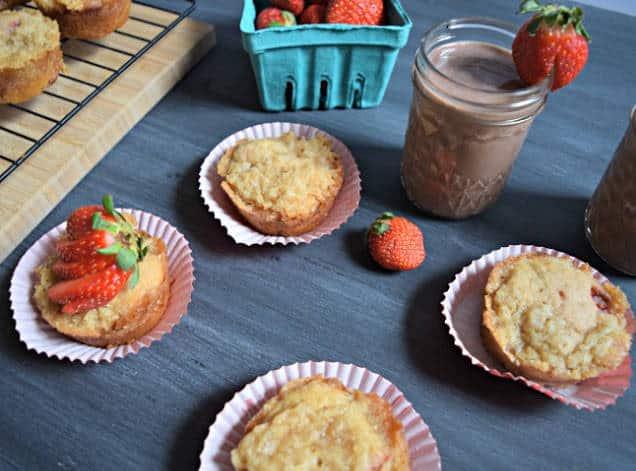 strawberry crumble breakfast muffin