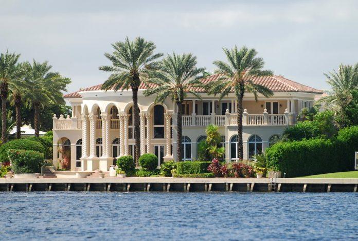 exclusive luxury airbnb florida