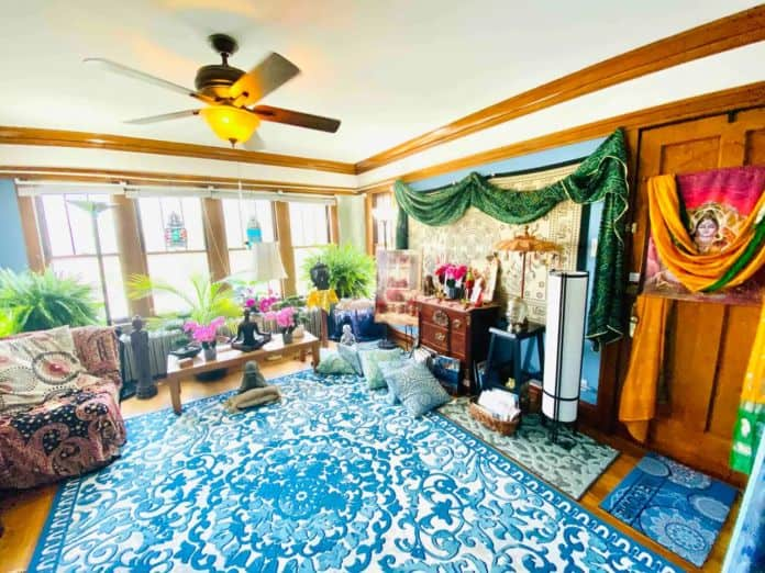 """Airbnb Chicago 420 Friendly """"Blue Sky Apartment"""" Patio Grill"""