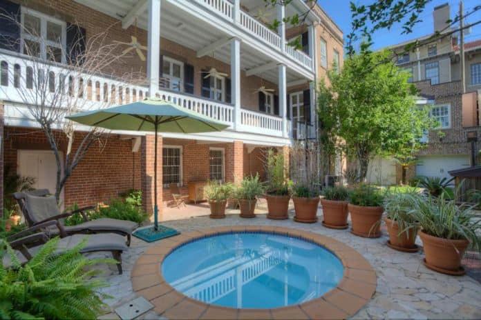 Airbnb Savannah pet Arlington Suite