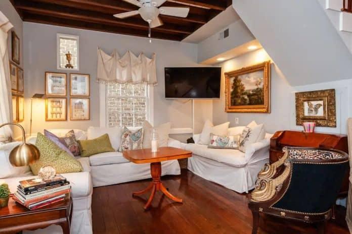 Airbnb Savannah pet Hollys Cottage