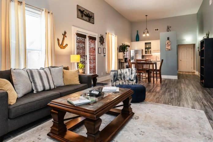 Airbnb Savannah pet Spacious Courtyard Home