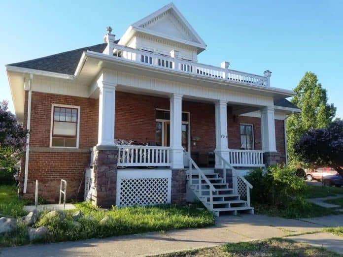 Airbnb Missoula Historic Rattlesnake House